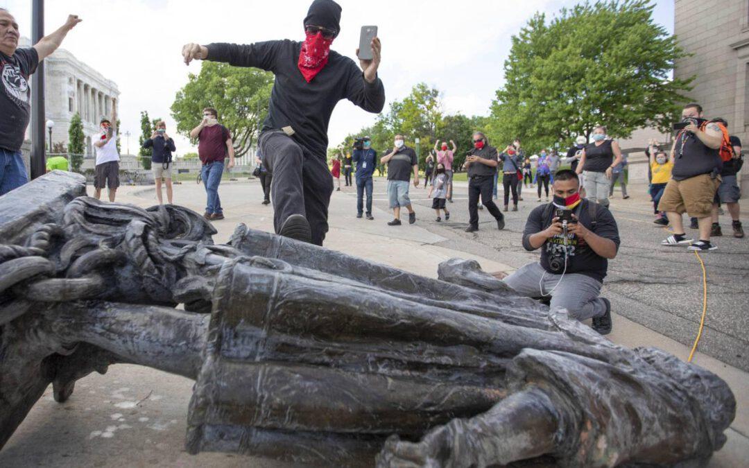 El derribo de estatuas y el odio al pasado