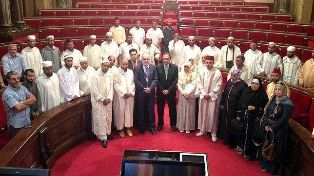 Salafistas y yihadistas radicales se reúnen en el parlamento catalán después de aprobar que se estudie islam en las aulas.