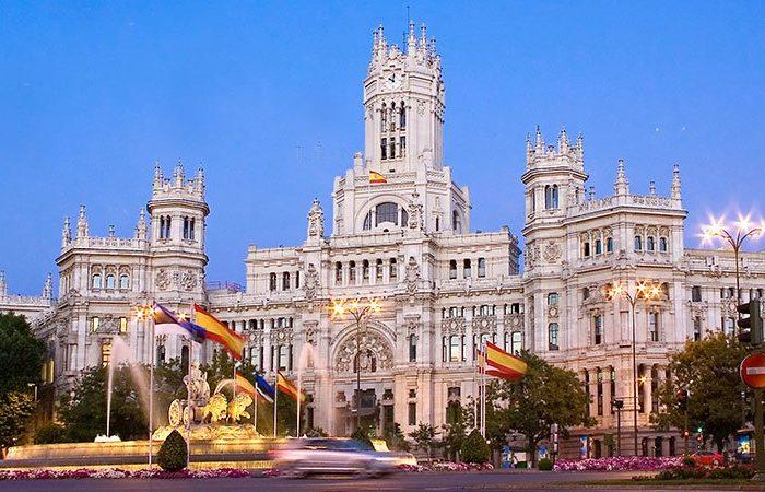 Madrid Cibeles Banderas de España Valentia Forum