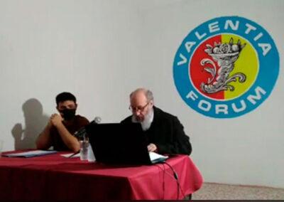 Mesa de oradores de la conferencia de Joan Benet